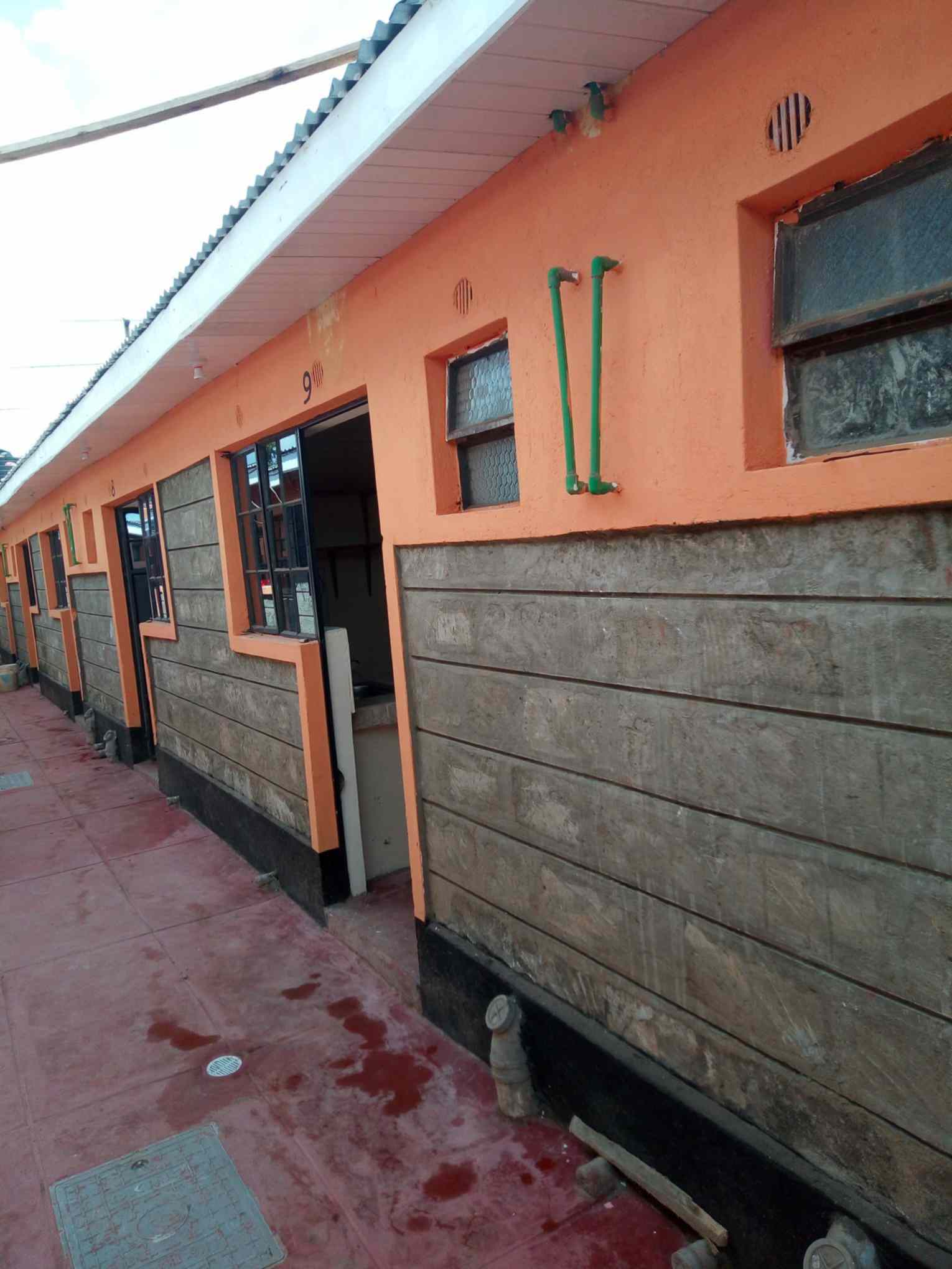 Shop and bedsitter to let along kikuyu road